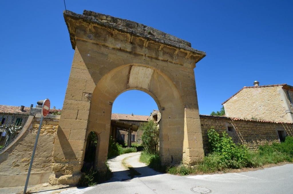 La porte de la Fabrique de Villelaure