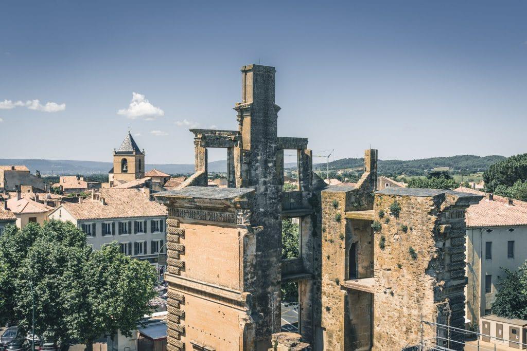 Chateau de la Tour dAigues