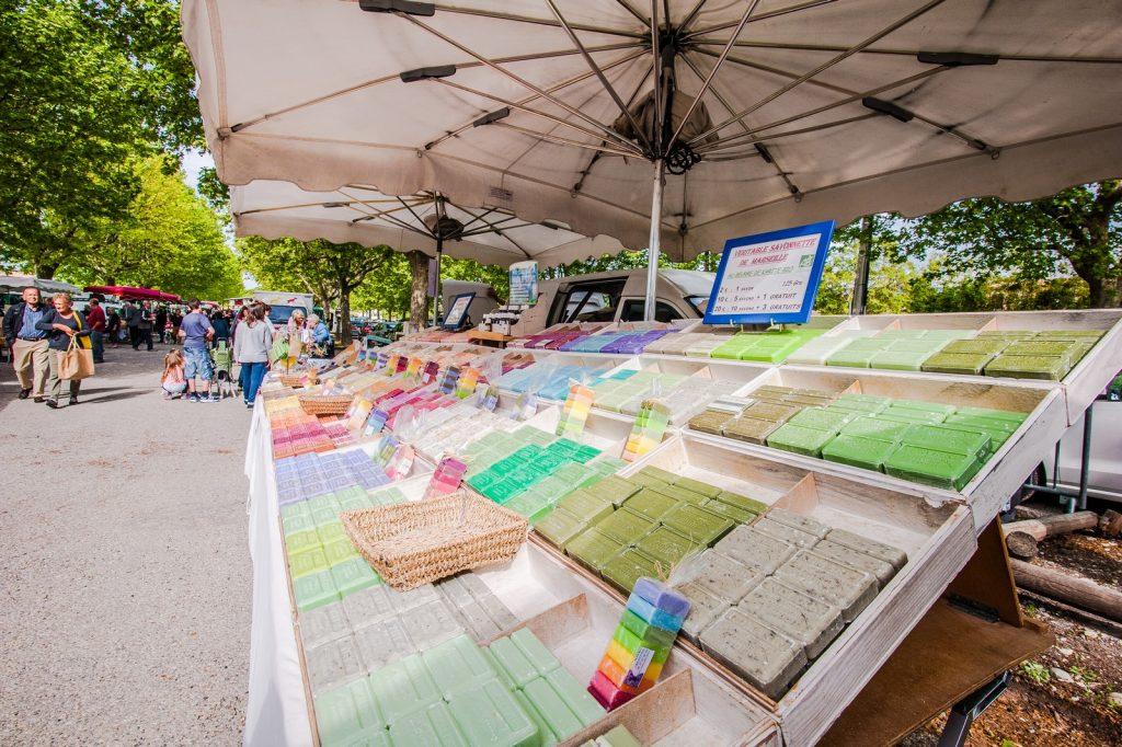 Le marché hebdomadaire de Saint Martin de la Brasque