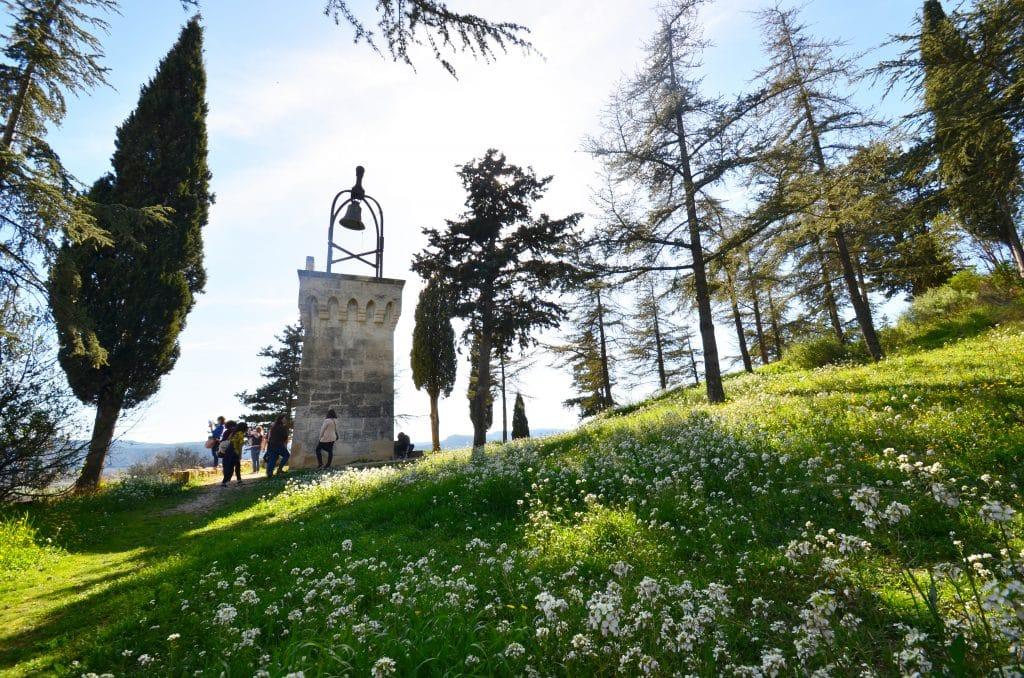 Le petit beffroi des vestiges du Château du village de Cadenet