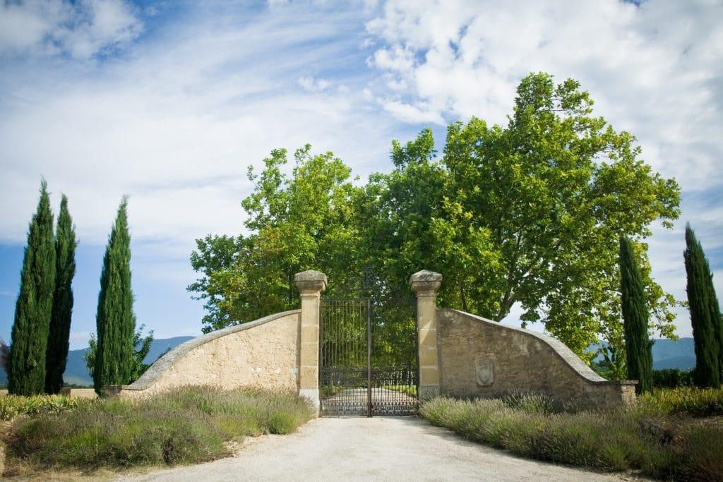 Entree du chateau de Sannes