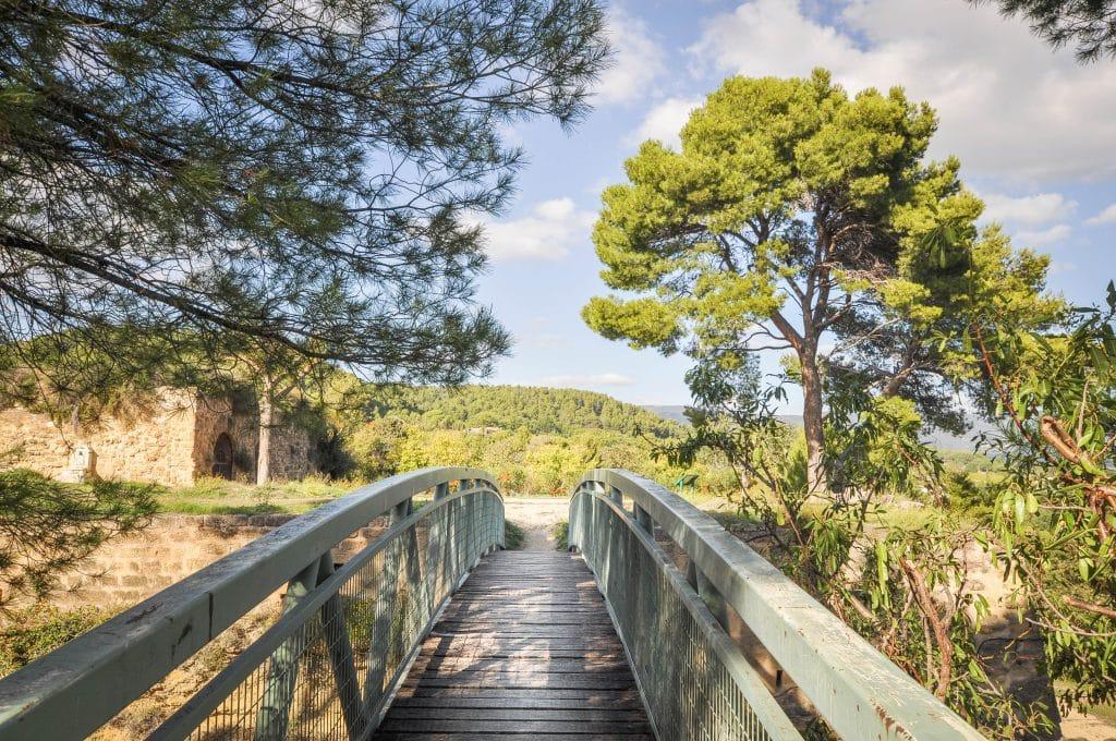 Pont vestiges du château du village de Cadenet