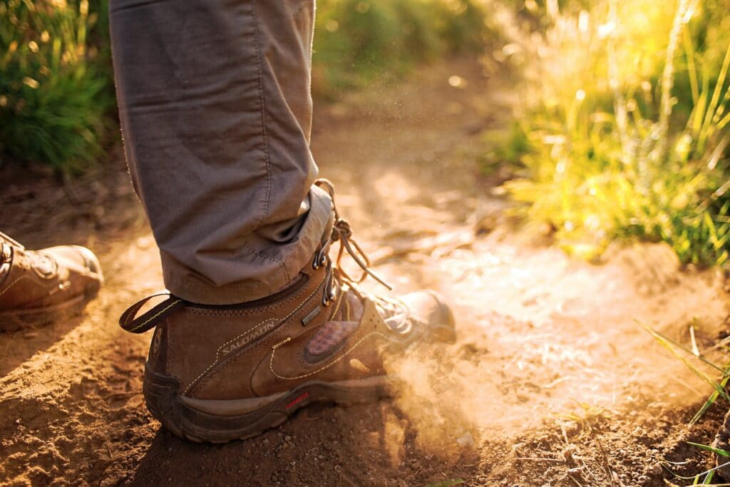 Empreintes de pas randonnee pedestre