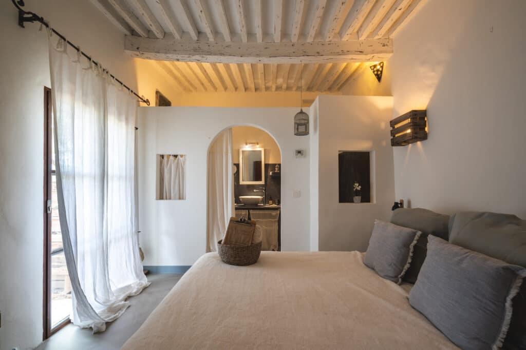 4 chambres, 1 suite et 1 loft au nom évocateur,Lumière d'Etoile, Mon Amour, Romance, Tendresse, Pierre de Lune, l'Attrape Rêves